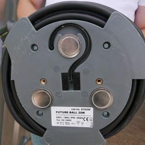 Lamp met twee elektrische stroompunten